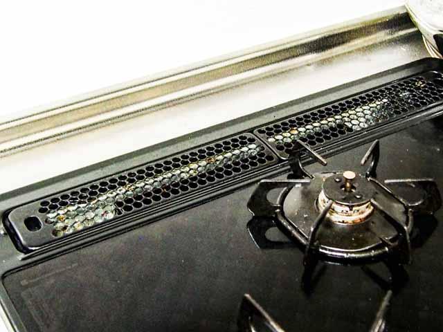 お悩みをズバッと解決!【山崎実業】towe「排気口カバー」でキッチン掃除をお手軽化